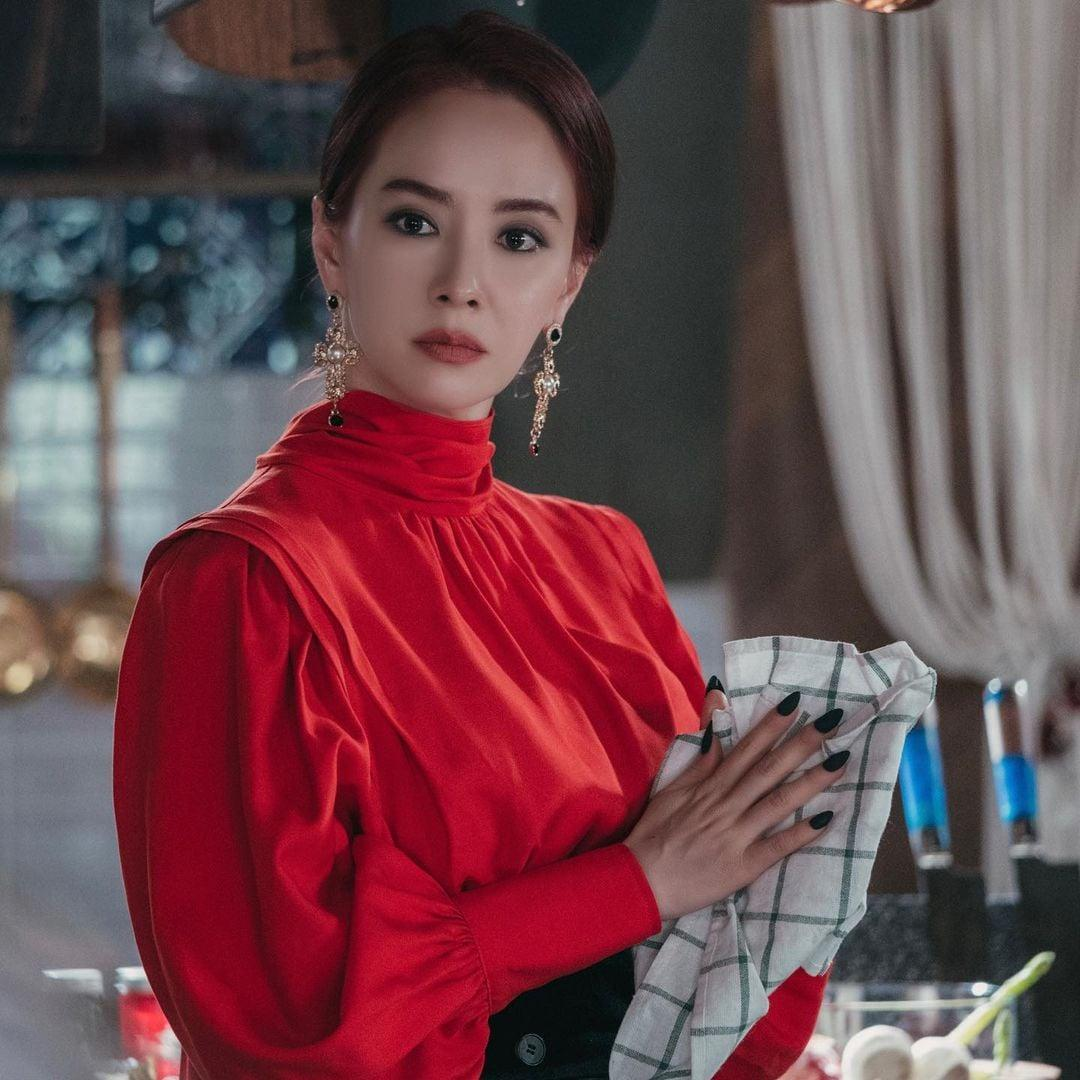 Song Ji Hyo trong The Witch's Diner