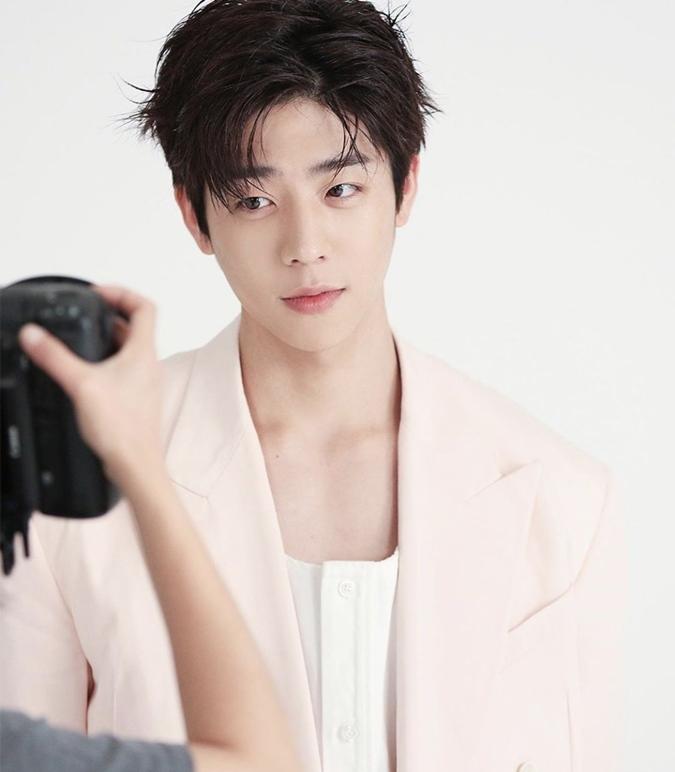 Chae Jong Hyeop trong vai Lee Gil Yong
