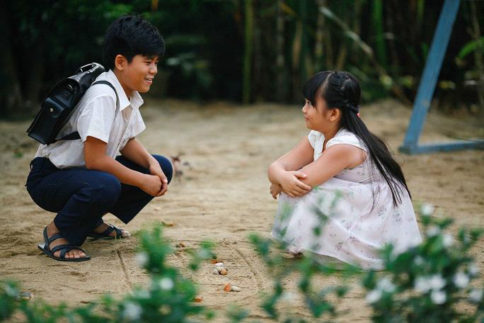 Minh Khang thủ vai Thư lúc nhỏ và Hà Mi đóng vai Tiểu Ly