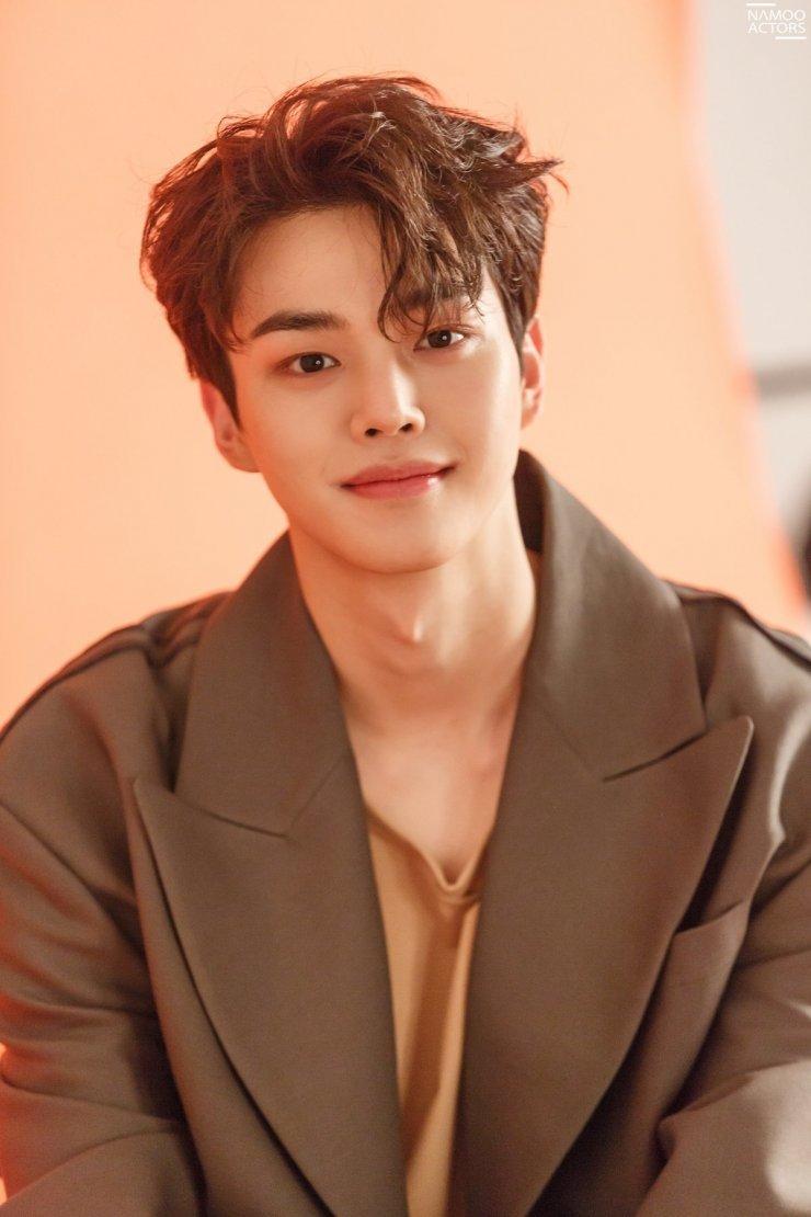 Song Kang thường xuyên giảm cân để đẹp khi lên hình