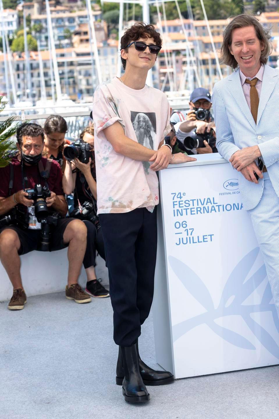 Chỉ có Timothée Chalamet mới dám diện streetwear lên thảm đỏ Liên hoan phim Cannes