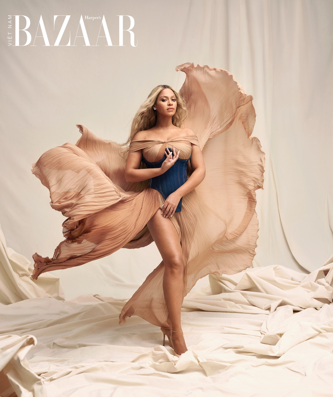 HBZ090121WELLCoverStory_003_beyonce