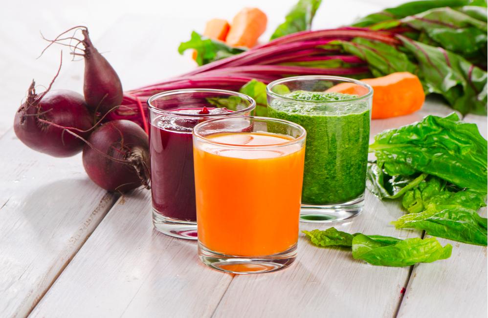 Cách làm nước ép rau bina, cà rốt và củ dền