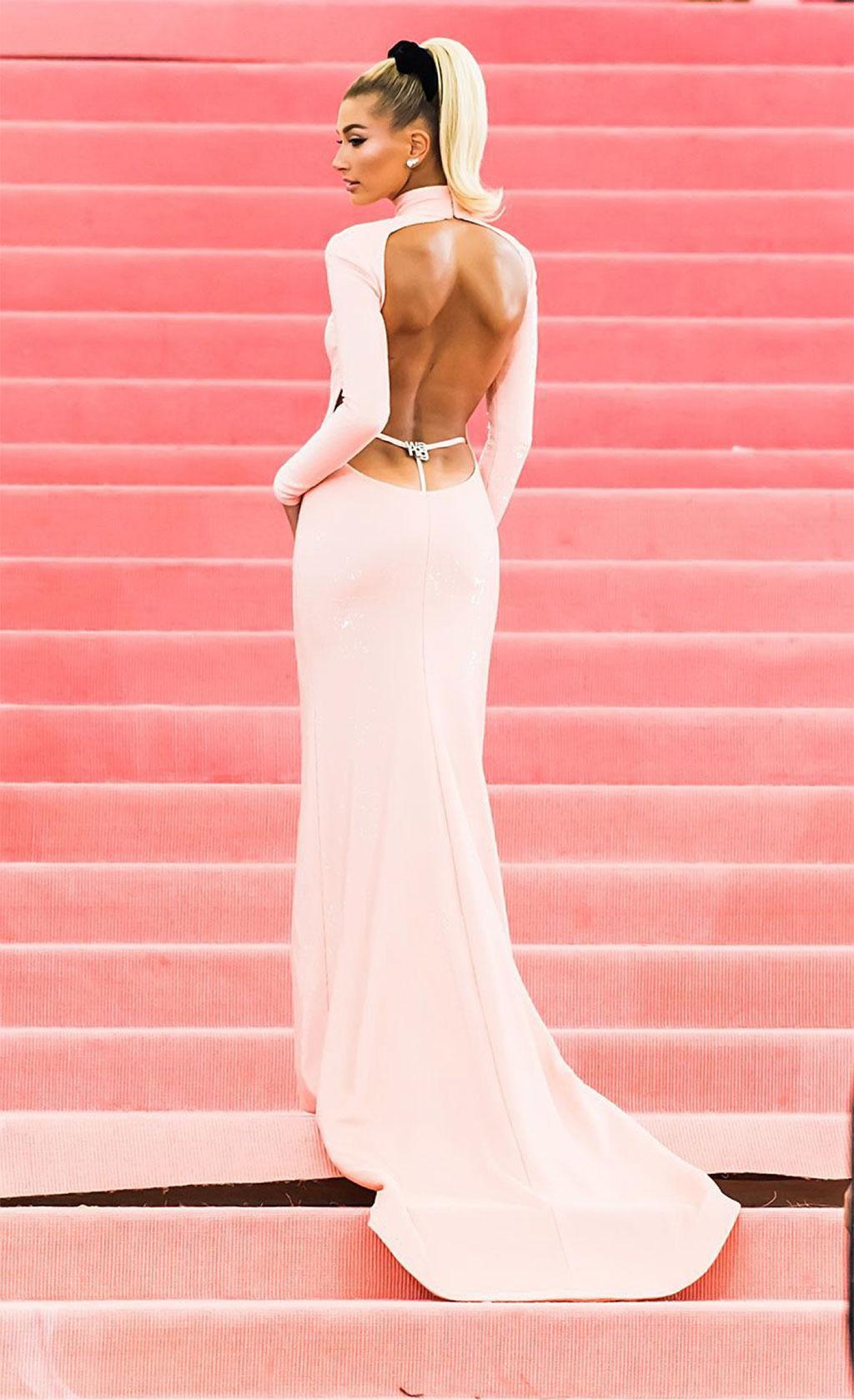 Jennifer Lopez làm sống dậy xu hướng Y2K lộ quần lọt khe ngoài quần dài 2