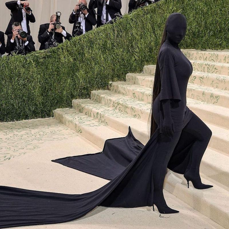 Rihanna, Kim K chọn đầm Balenciaga đen bí ẩn cho Met Gala 2021 6