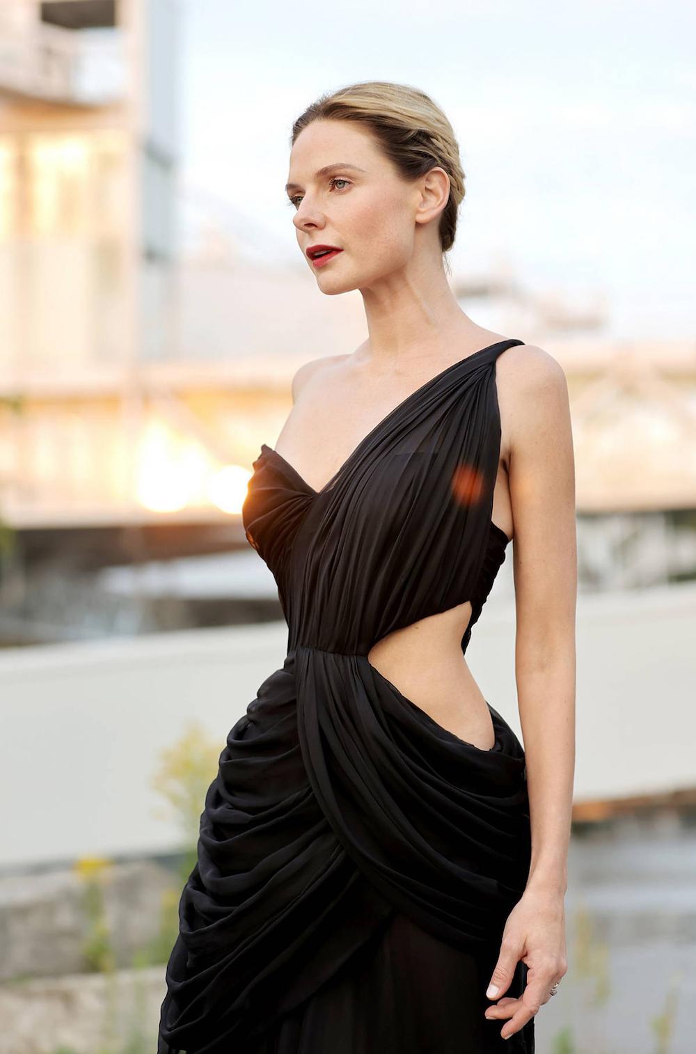 Rebecca Ferguson diện đầm Công Trí tại Liên hoan phim Quốc tế Toronto 1