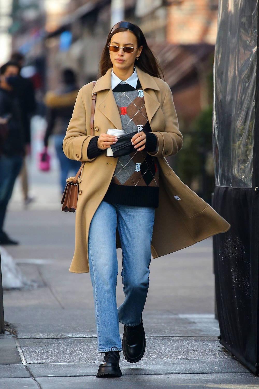 Thời trang Irina Shayk: Luôn trung thành với Burberry 12