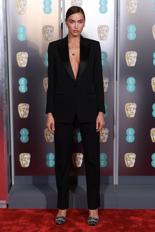 Thời trang Irina Shayk: Luôn trung thành với Burberry 2