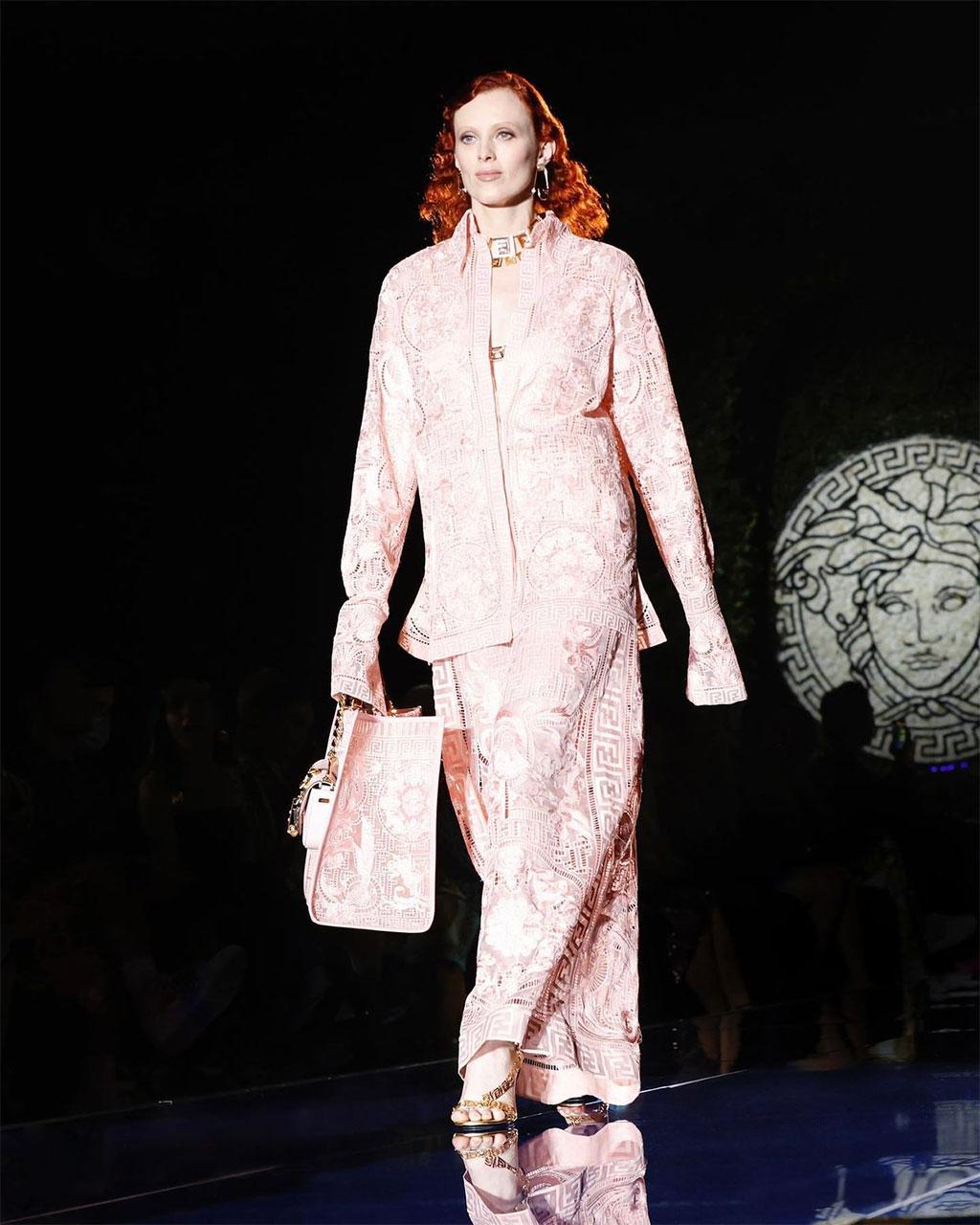 FENDACE: Khi Versace và Fendi bắt tay 6