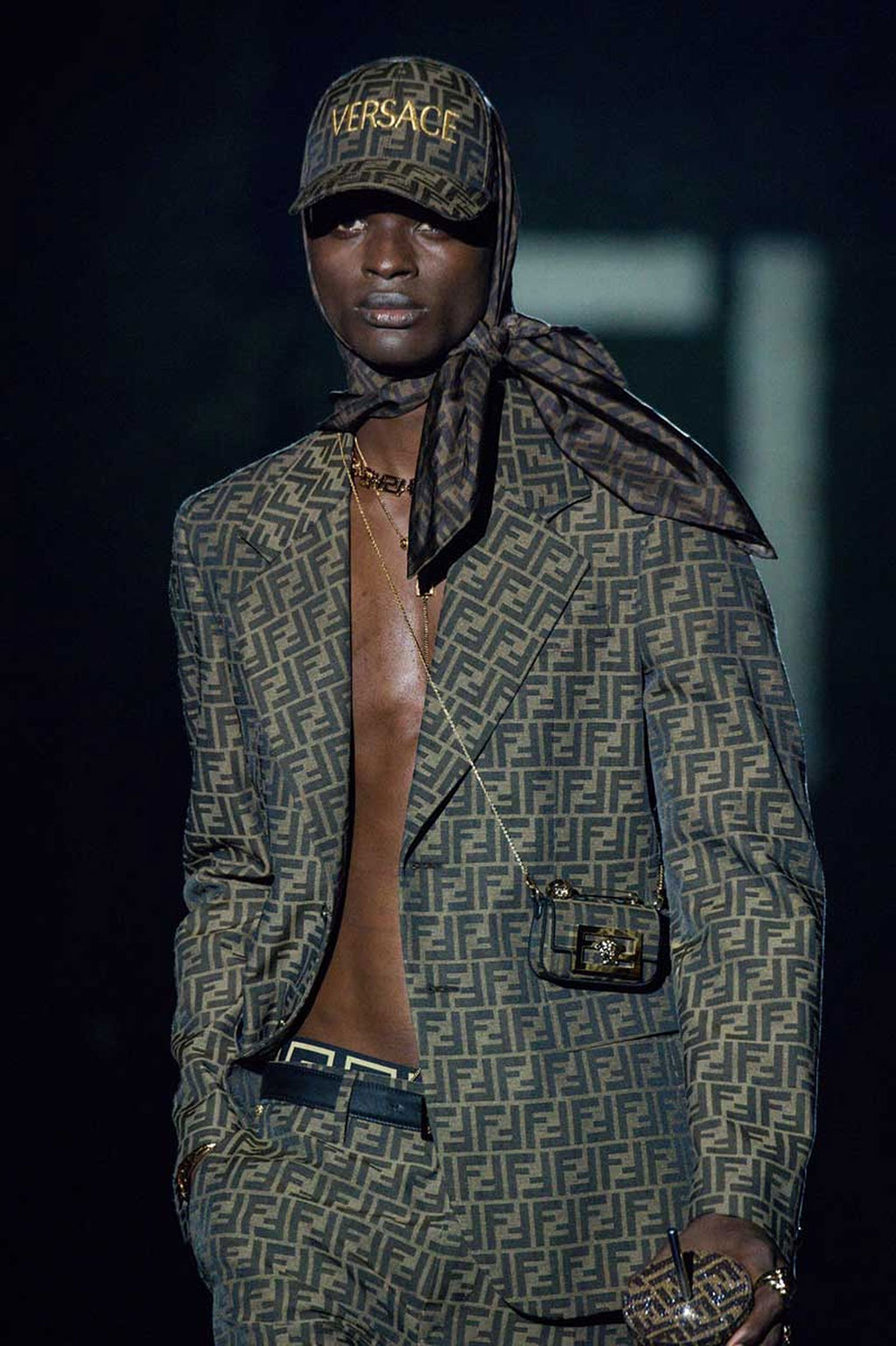 FENDACE: Khi Versace và Fendi bắt tay 1