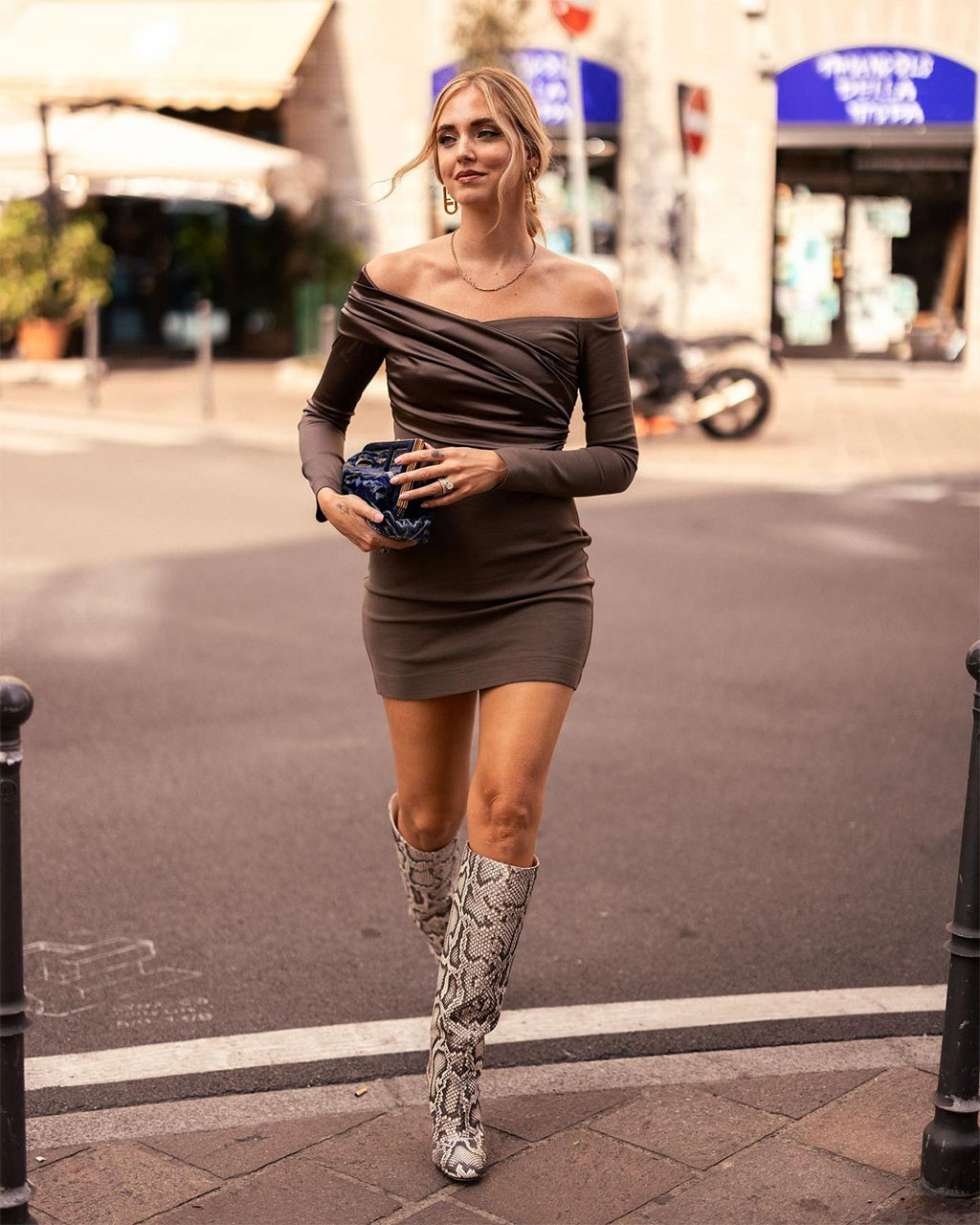 Street style Chiara Ferragni tại front row Fendi Xuân Hè 2022