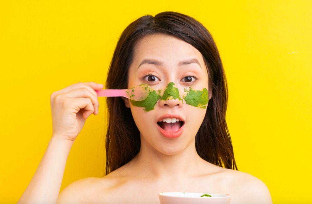 Mặt nạ trà xanh có tác dụng gì? Giảm mẩn đỏ và kích ứng