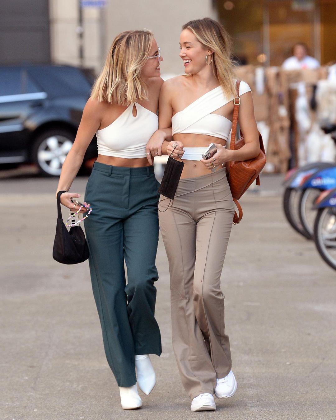 Diện đồ đôi với bạn thân như Olivia Ponton và Emma Brooks McAllister 9