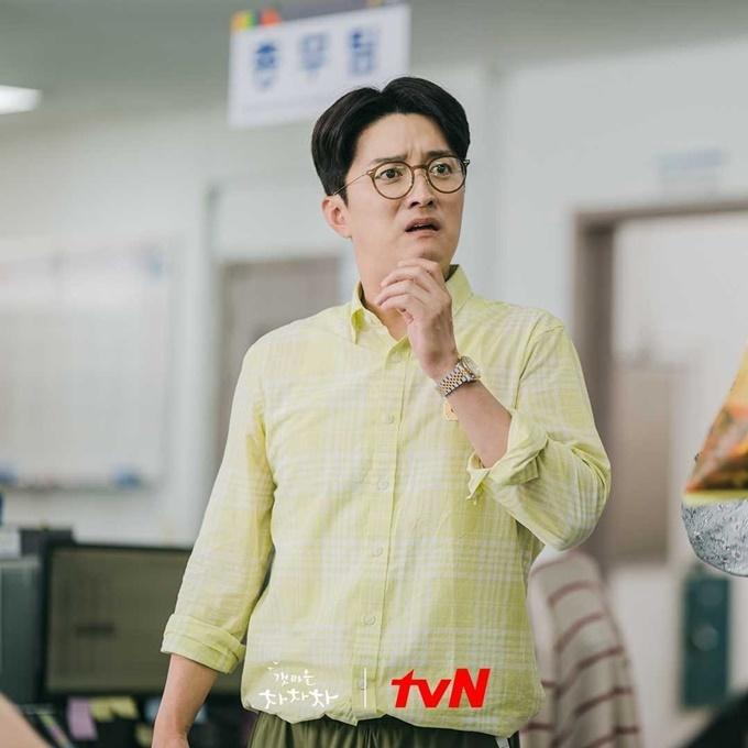 Yeong Guk (In Gyo Jin đóng) trong phim Điệu cha cha cha làng biển