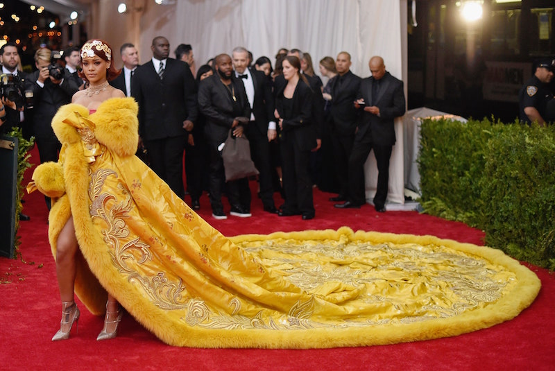 Rihanna, Kim K chọn đầm Balenciaga đen bí ẩn cho Met Gala 2021 2