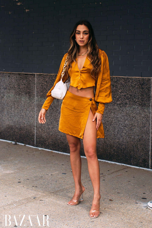 Fashionista chuộng street style hở eo tại tuần lễ New York Xuân Hè 2022 3