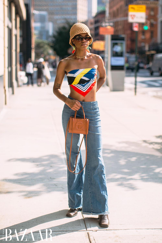 Fashionista chuộng street style hở eo tại tuần lễ New York Xuân Hè 2022 5