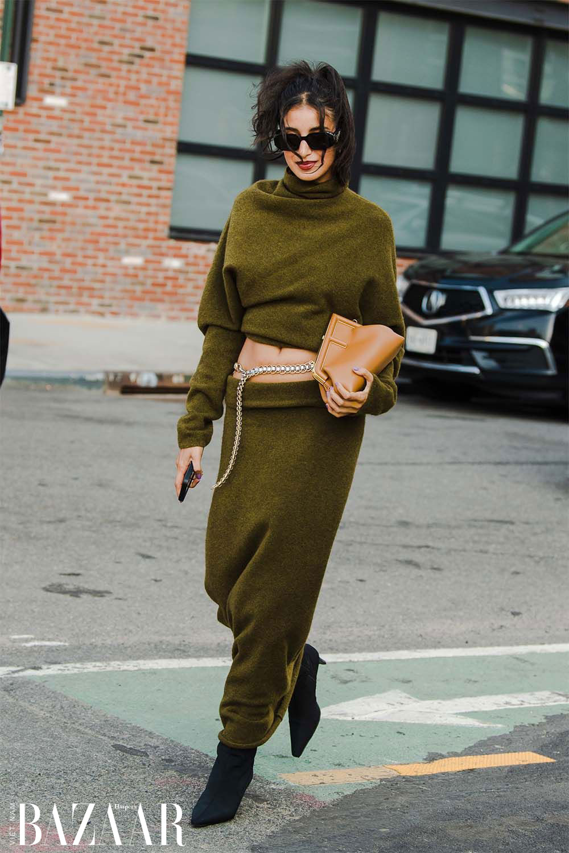 Fashionista chuộng street style hở eo tại tuần lễ New York Xuân Hè 2022 7