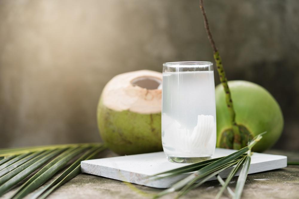 Có thể gây mất cân bằng điện giải, một tác hại của nước dừa tươi
