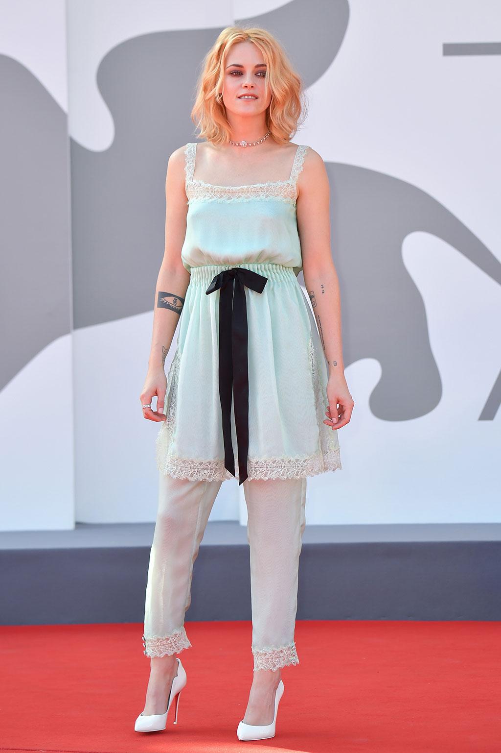 Thời trang thảm đỏ liên hoan phim Venice 2021: Kristen Stewart