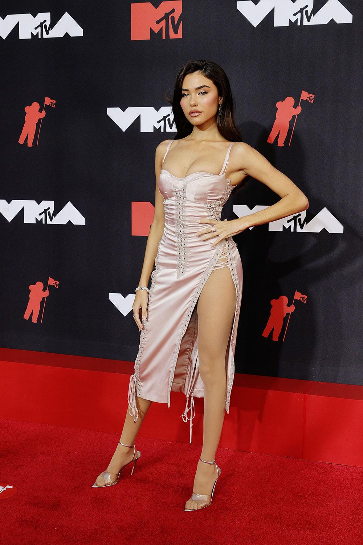 Madison Beer mặc lại đầm của Beyoncé trên thảm đỏ VMA 2021 1