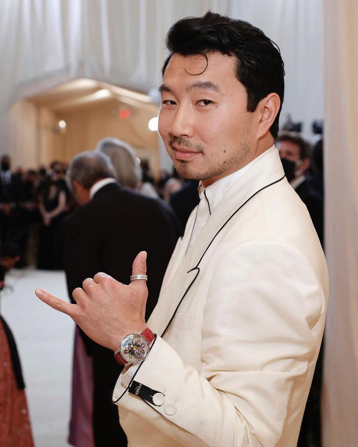 Diễn viên Shang-Chi Simu Liu diện đồng hồ Jacob & Co tại Met Gala 2021 6