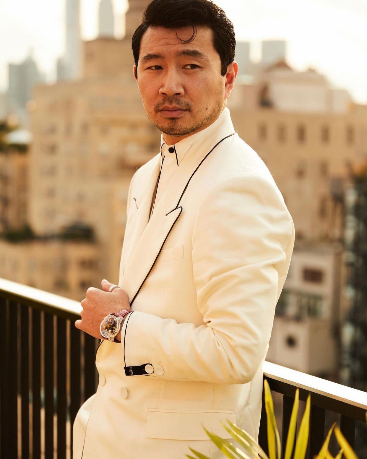 Diễn viên Shang-Chi Simu Liu diện đồng hồ Jacob & Co tại Met Gala 2021 3