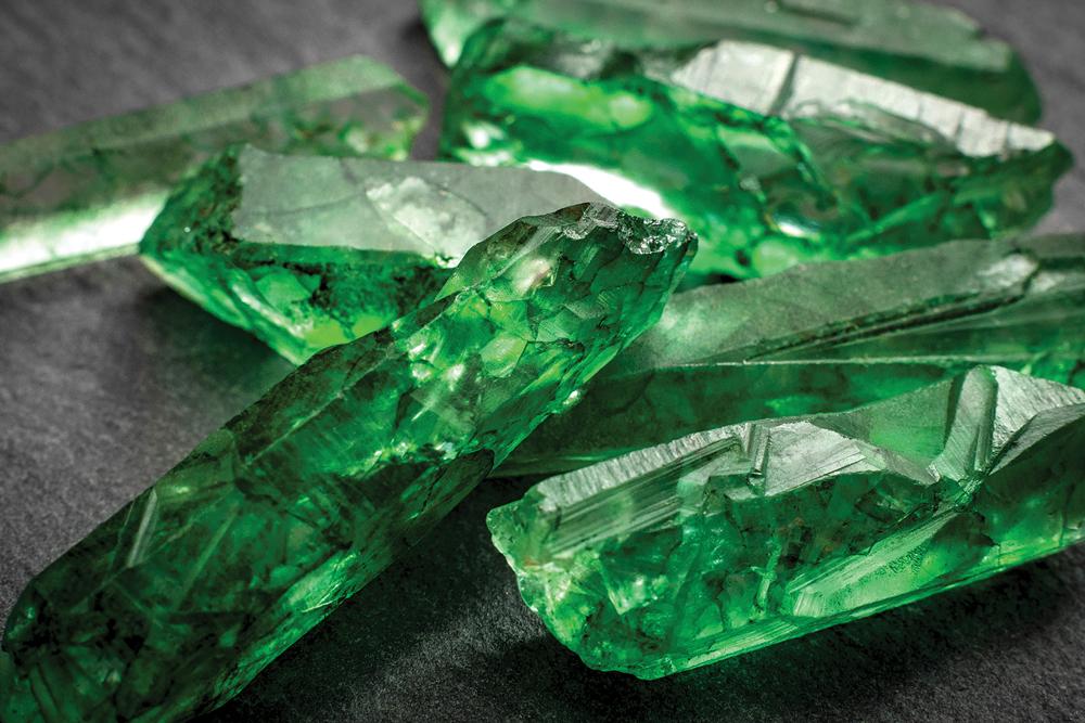 BZ_10_21_BEAUTY_Gemstones_Skincare_0001