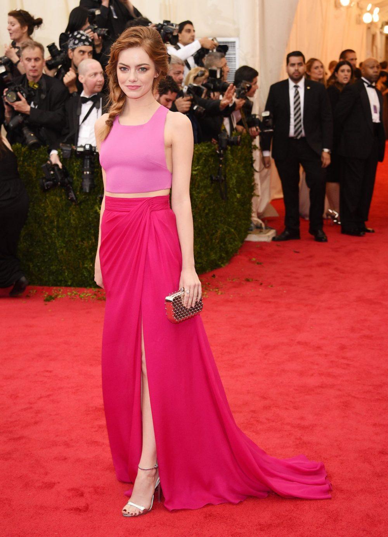 Emma Stone tinh khiết với váy áo hồng