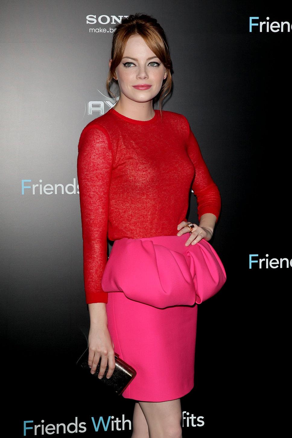 Váy hồng mix với áo đỏ
